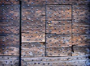 Een muur vol met popnagels